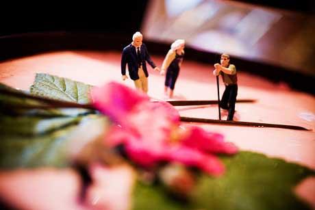 Bröllopstårta med småfolk