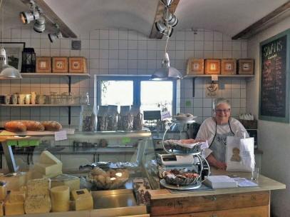 Sivan i sin butik på Oljeberget