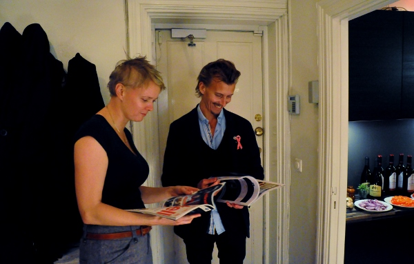 Jag tar Paul Svenssons hjälp för att hitta skillnaderna mellan magasinen Hunger och Äkta Mat. Foto: Magnus Reuterdahl
